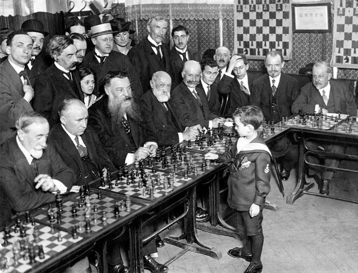 Symultana szachowa z przyszłym arcymistrzem [1]